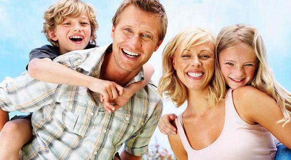 صورة لعائلة مع أولادها
