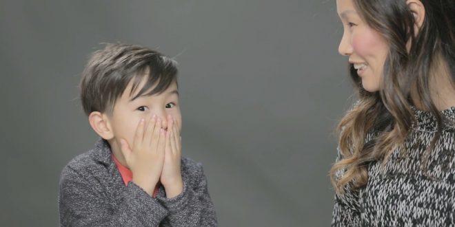 صورة لطفل و على وجهه علامة تعجب