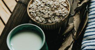 bowl-of-dry-oats-and-a-mug-of-tea